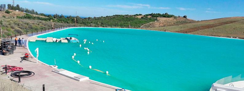 La empresa Cantitec se ha ocupado de los trabajos de impermeabilización de la laguna artificial construida por Crystal Lagoons en la localidad de Casares, provincia de Málaga