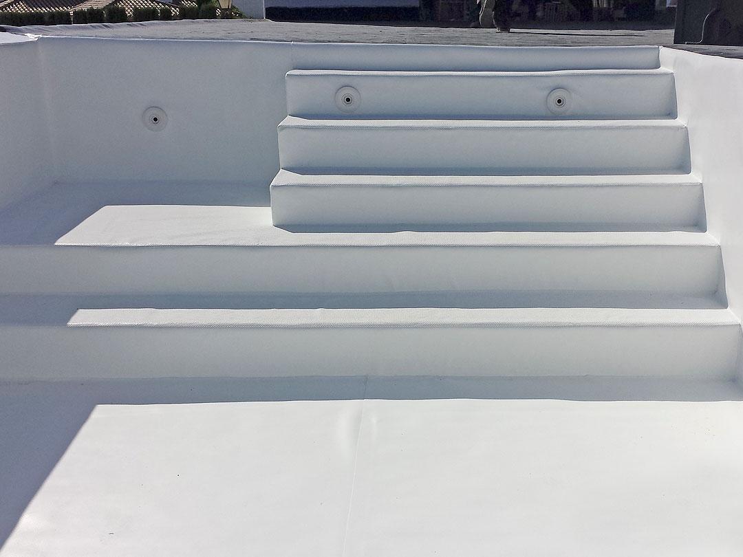 Revestimiento de piscina con Lámina Armada de (PVC) en la Línea de la Concepción (Cádiz)