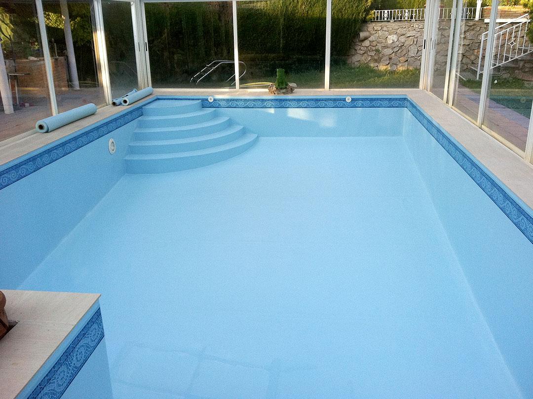 Revesimiento de piscina con Lámina Armada (PVC) de color azul con cenefa