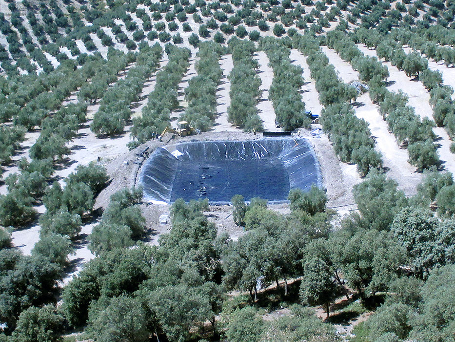 Vista general de impermeabilizacion de balsa en Cambil (Jaén)