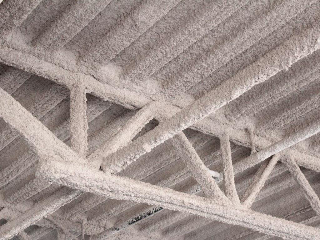 Estructura con aislamiento mediante mortero de vermiculita, trabajo realizado por la empresa Cantitec de Granada