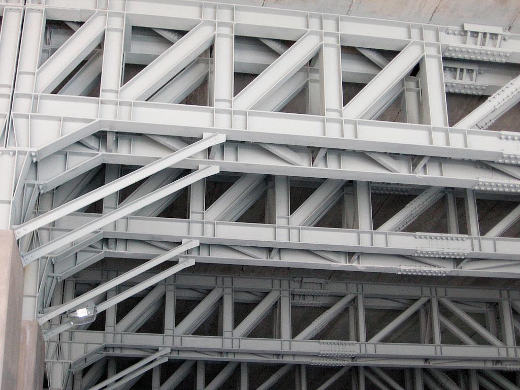 Estructura con aislamiento ignífugo mediante pintura intumescente, realización del trabajo por la empresa Cantitec de Granada