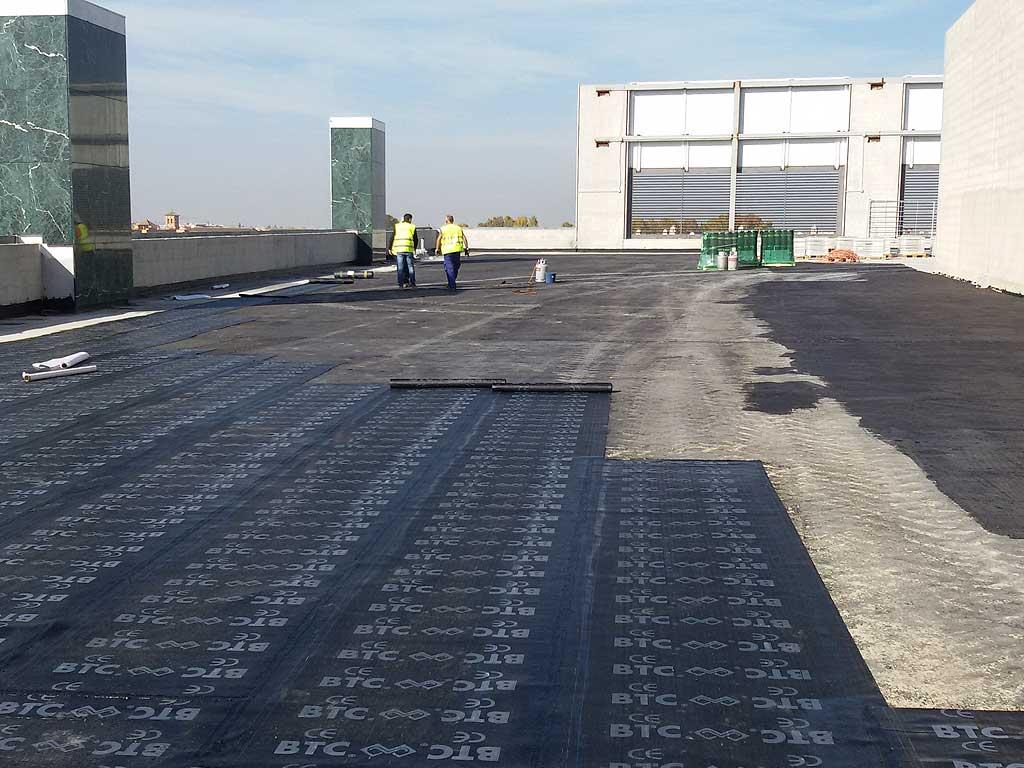Impermeabilización de cubierta con lamina asfaltica en centro comercial nevada de granada