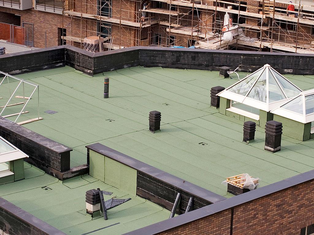 Cubiertas impermeabilizadas mediante lamina asfáltica autoprotegida de acabado pizarra color verde, trabajo realizado por la empresa Cantitec