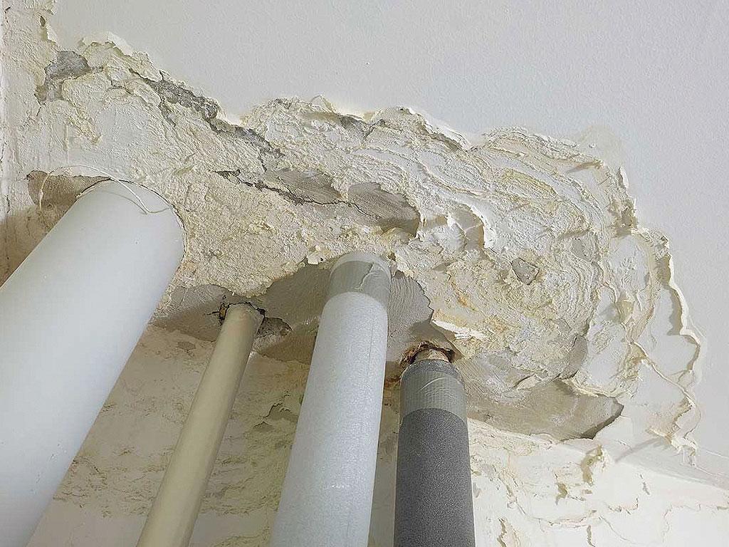 Problema de filtraciones en sumideros en cubierta de comunidad. Reparación realizada por la empresa Cantitec.