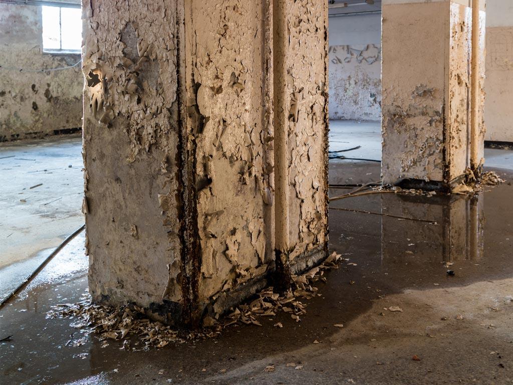 Problema de humedades por capilaridad en garaje comunitarios. Reparación por la empresa Cantitec