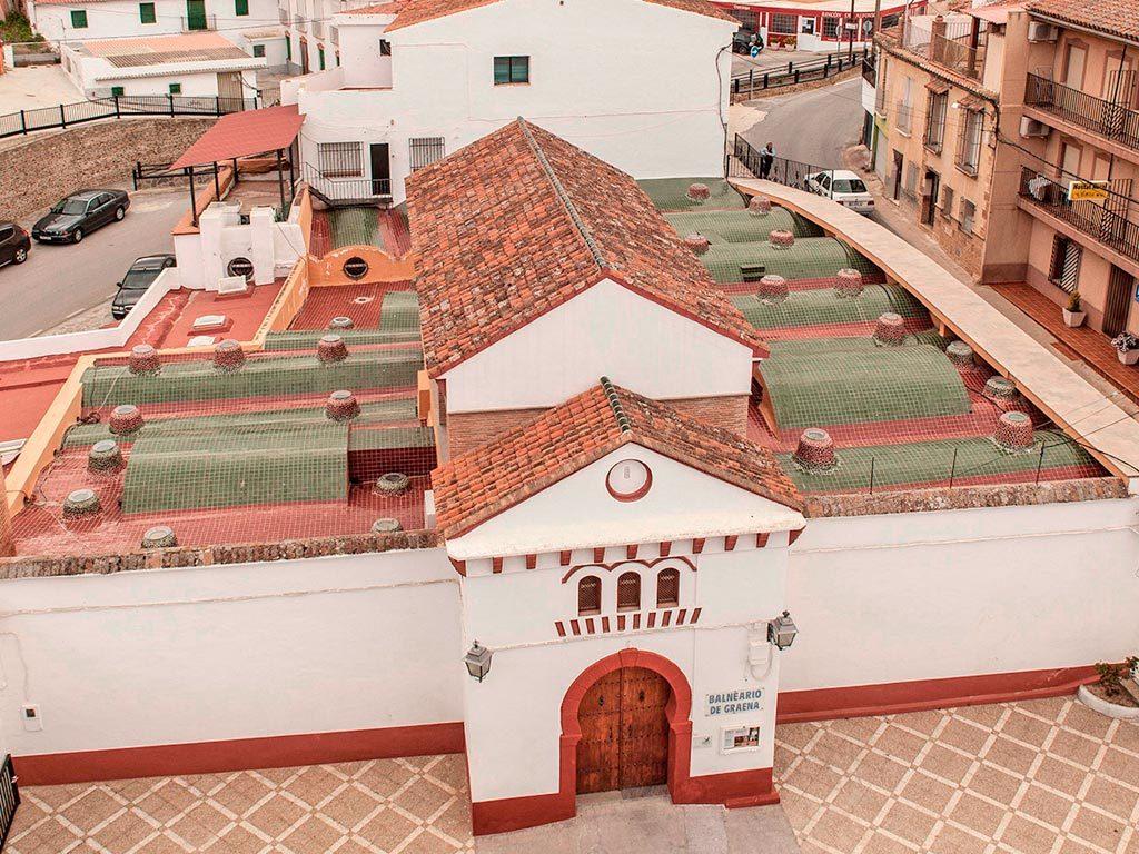 Trabajos de impermeabilización en cubiertas en el hotel balneario de Graena, a cargo de la empresa Cantitec de Granada