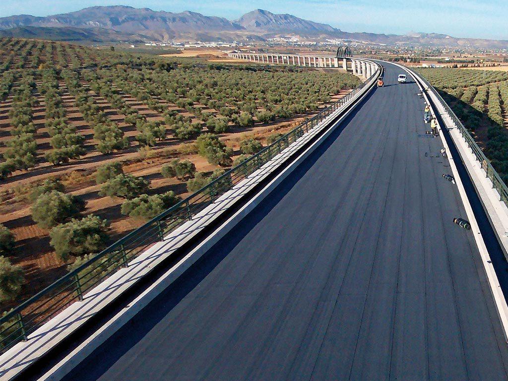 Impermeabilización de tablero puente, tramo Ave Peña de los enamorados Antequera, realizados los trabajos a cargo de la empresa Cantitec