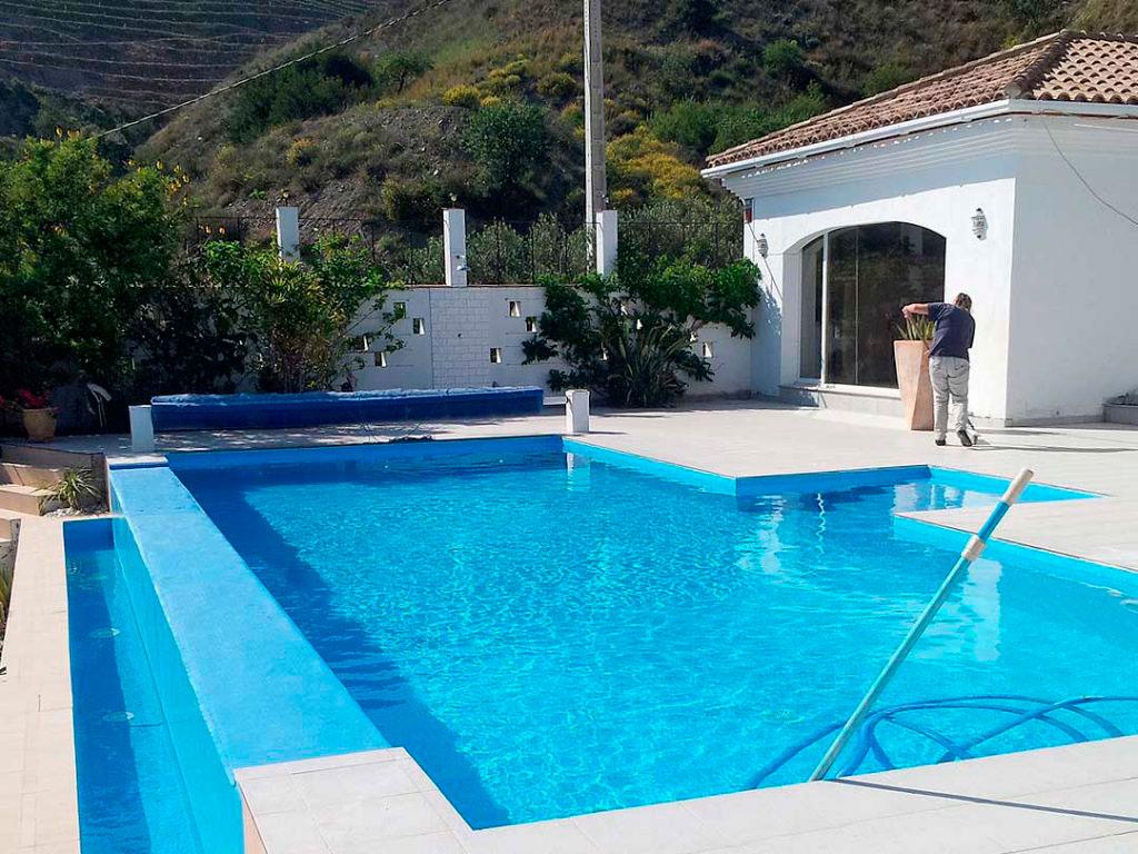 Piscina particular, rehabilitación e impermeabilización a cargo de la empresa Cantitec, impermeabilización realizada con lámina de PVC especial piscinas