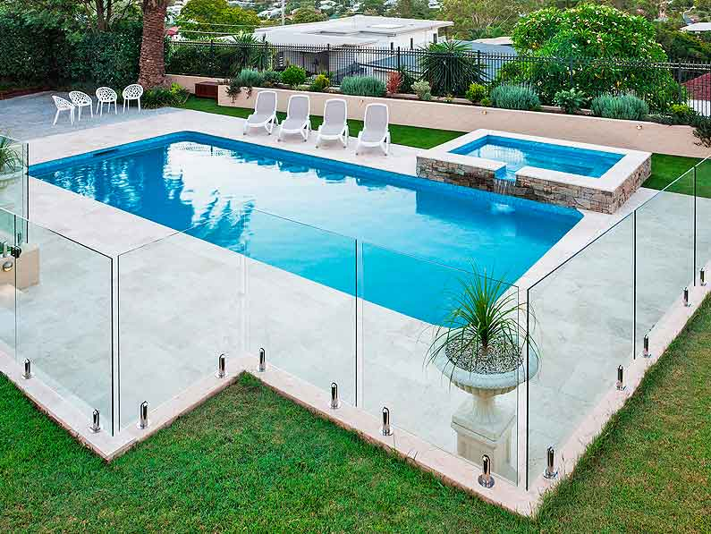 Reparación de piscinas en Granada: Rehabilitación, impermeabilización y mejoras estéticas de tu piscina