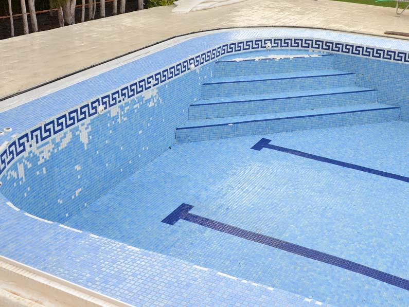 Cantitec reparar una piscina con gresite en Granada Málaga Almería y Jaen