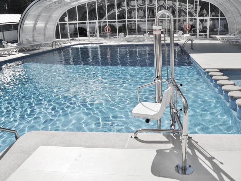 Elevadores hidráulicos para el equipamiento de piscinas cantitec granada malaga almeria jaen