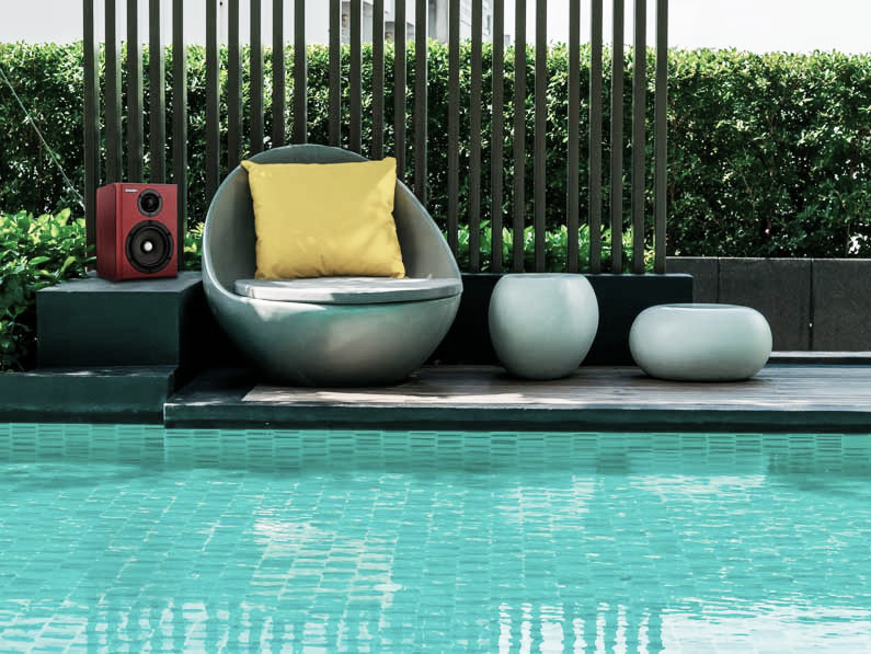 Ideas para decorar la piscina y su jardín