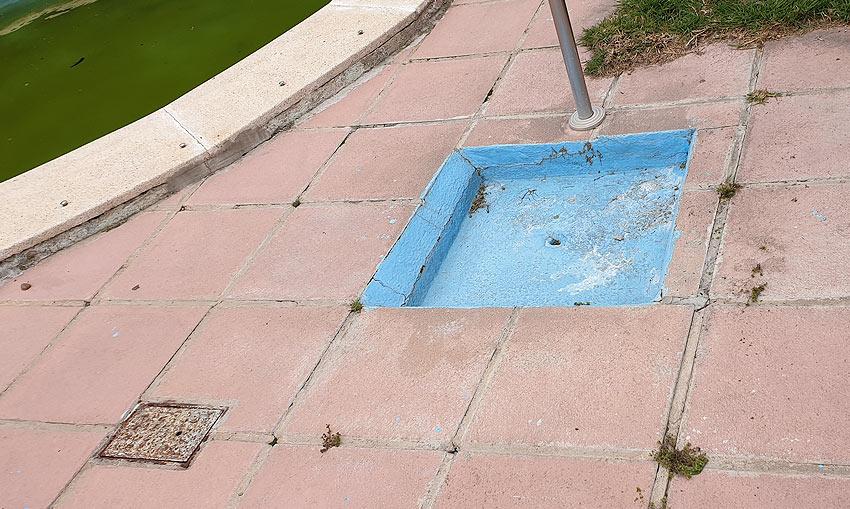 Construcción-defectuosa-en-zona-ducha-piscina
