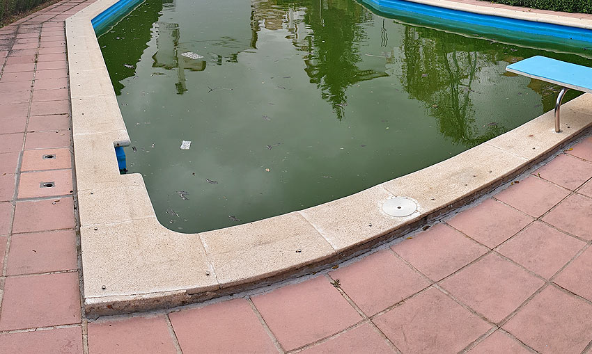Pérdida-de-agua-y-aparición-de-fisuras-en-piscina